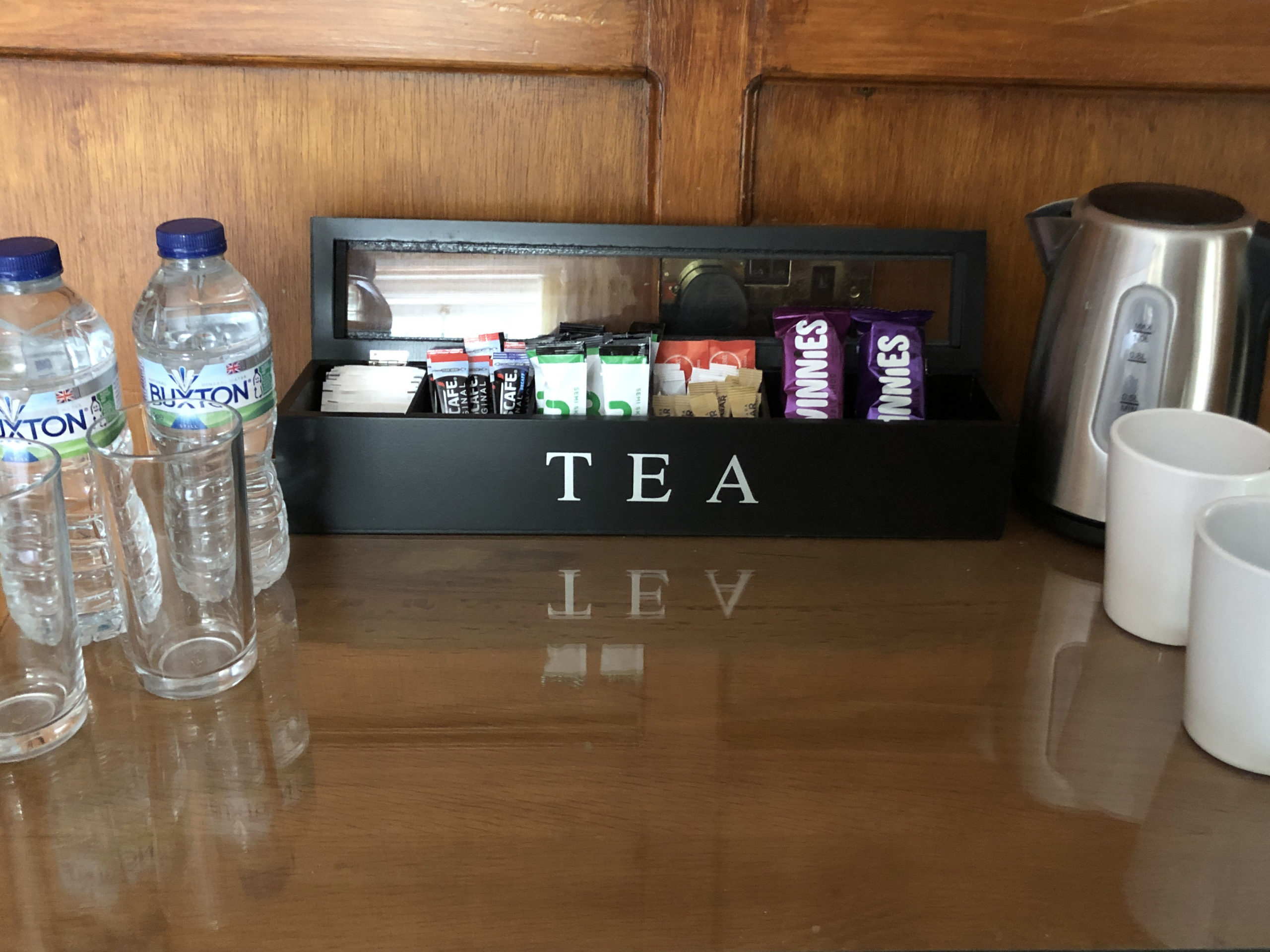 Room 02 tea station 01